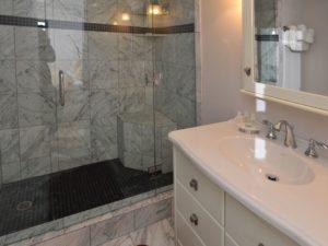 2Bedroom-VRCMountainResort-Bath-300x225.jpg