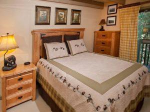 2Bedroom-VRCMountainResort-Bed4-300x225.jpg