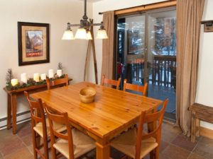 2Bedroom-VRCMountainResort-Dining1-300x225.jpg