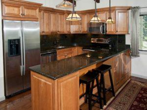 2Bedroom-VRCMountainResort-Kitchen1-300x225.jpg