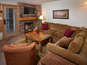 2Bedroom-VRCMountainResort-Living-300x225.jpg