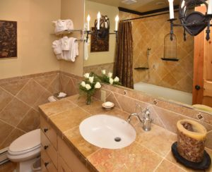 3BedroomTownhome-Bath1-300x244.jpg