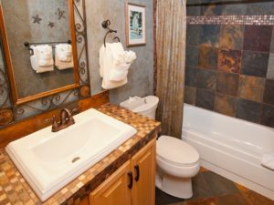 3BedroomTownhome-Bath3-300x225.jpg