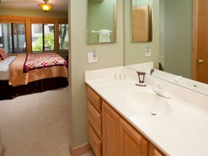 3BedroomTownhome-BedroomBath1-300x225.jpg