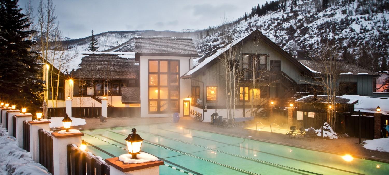vail-racquet-club-mountain-resort-pool-club-house-winter-1500x674