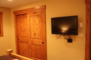 502-bedroom-tv-300x200.jpg