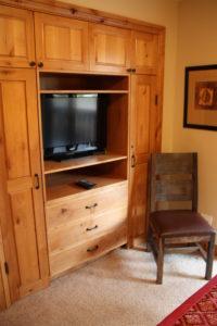 512-bedroom-tv-200x300.jpg